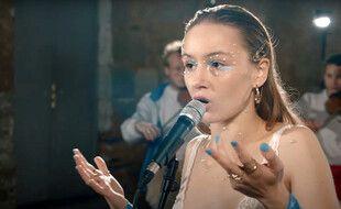 La chanteuse rennaise Jeanne Bonjour, ici dans son clip de la reprise de Cabeza, sera sur la scène de l'Olympia pour la Fête de la musique.