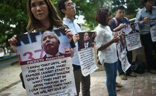 Des proches de disparus du vol MH370 près de Kuala Lumpur, le 22 juillet 2016