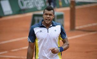 Jo-Wilfried Tsonga lors de sa qualification pour les quarts de finale de Roland-Garros, le 2 juin 2013.