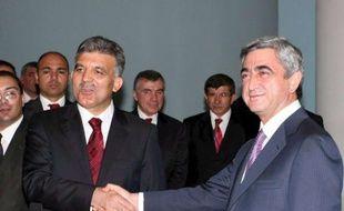 Les président turc Abdullah Gul (à gauche) et arménien Serge Sargsyan après une rencontre à Yerevan en Arménie le 6 septembre 2008.