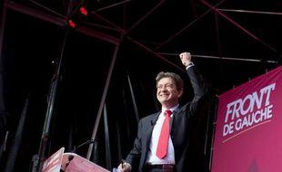 """Jean-Luc Mélenchon appelle à infliger une """"ample défaite"""" à Nicolas Sarkozy dimanche, dénonçant la """"lepénisation de la droite"""" et jugeant que """"ça ne paie pas de se comporter comme un gros facho"""" en parlant du président sortant"""