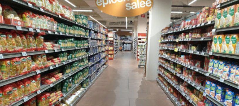 Dans un rayon de supermarché. (illustration)