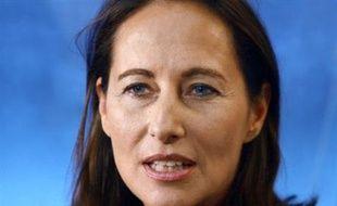 """Ségolène Royal a une nouvelle fois durement critiqué le comportement du chef de l'Etat se moquant d'un Nicolas Sarkozy qui se prend pour """"Louis XIV"""", lundi matin sur Europe 1."""