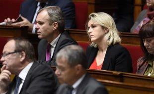 Les coprésidents du groupe EELV à l'Assemblée nationale, Barbara Pompili et François de Rugy, lors d'une session de questions au gouvernement le 21 octobre 2014