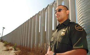 Un garde américain à la frontière avec le Mexique.