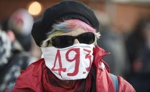 """Un manifestant contre l'usage du """"49.3 """" pour la réforme des retraites"""