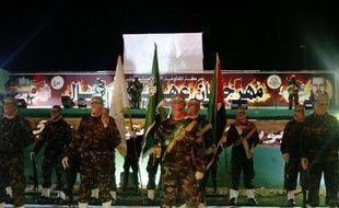 Des militants du Hamas, debout sur un drapeau d'Israël, pendant un rassemblement à la mémoire de Mahmoud al-Mabhouh, dans le nord de la bande de Gaza, le 17 février 2010.