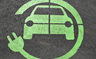 Un logo de recharge de voiture électrique.