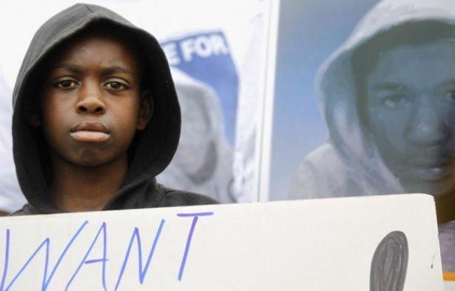 Le sweat à capuche, jusqu'alors considéré aux Etats-Unis comme un simple vêtement décontracté surtout porté par les adolescents, est devenu un véritable symbole de protestation dans tout le pays à la suite du meurtre d'un jeune Noir en Floride.
