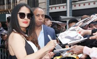 Salma Hayek poste une photo topless sur Instagram