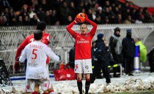 Le défenseur parisien Christophe jallet contre Monaco, le 18 décembre 2010, au Parc des Princes.