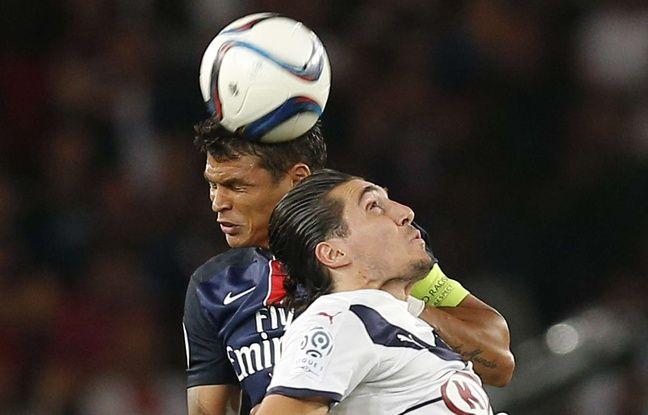 Enzo Crivelli, l'attaquant des Girondins, à la lutte avec Thiago Silva, lors du match PSG-Bordeaux joué le 11 septembre 2015.