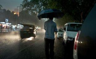 Plus de 120 personnes sont mortes dans les inondations dues aux pluies saisonnières de la mousson dans le nord-est de l'Inde et six millions ont dû fuir leur maison, selon un nouveau bilan des autorités samedi.