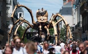 L'araignée Kumo, alias Ariane, va arpenter les rues de la Ville Rose du 1er au 4 novembre, aux côtés du minotaure.