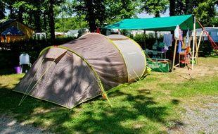 Tente dans le terrain de camping La Foret à Sillé-Le-Guillaume (Sarthe), le 16 juillet 2014.