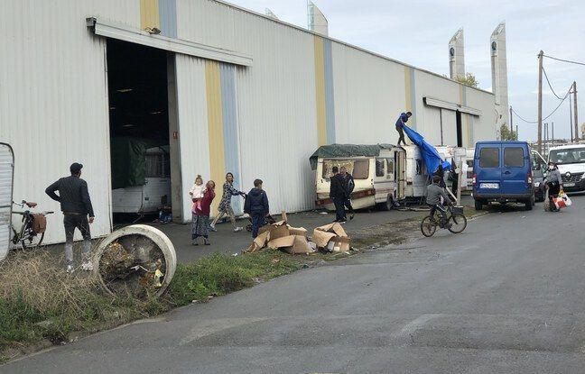 200 Bulgares ont été installés par la mairie dans un entrepôt appartenant à la Métropole, quai de Brazza.