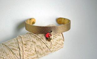 Les bijoux, comme ce bracelet, sont les articles les plus vendus sur le site.