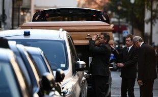 Le cercueil de Charles Aznavour arrive à la cathédrale arménienne Saint-Jean-Baptiste, près des Champs-Elysées à Paris, le 6 octobre 2018.