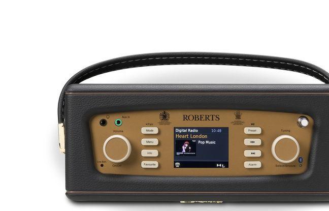 Le dessus de la Revival RD70 avec son écran et ses boutons pour accéder aux fonctions.