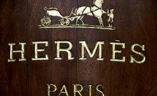 Le nom d'Hermès inscrit sur la facade d'un magasin à Paris, le 26 décembre 2012