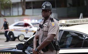 Un policier sur les lieux de la tuerie à Jacksonville (Floride), le 26 août 2018.