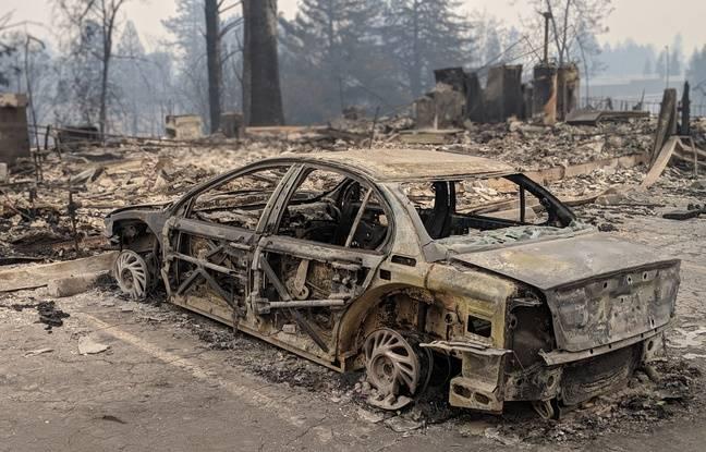 Une voiture calciné à Paradise, en Californie.