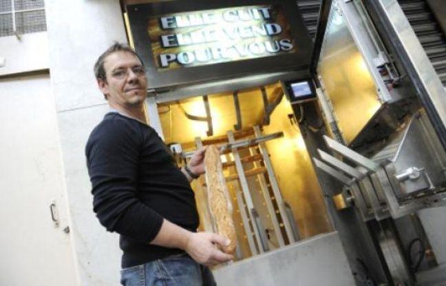 Un boulanger parisien invente le pain frais en vente jour et nuit - Machine a pain boulanger ...