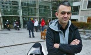 Pierre Delorme est arrivé, hier, au tribunal à bord de son vélomobile.