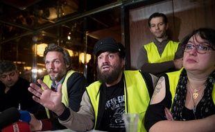 Le chanteur Francis Lalanne, aux côtés des gilets jaunes depuis le début du mouvement, conduit la liste