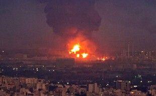 Un incendie s'est déclaré dans une raffinerie de Téhéran, le 2 juin 2021.
