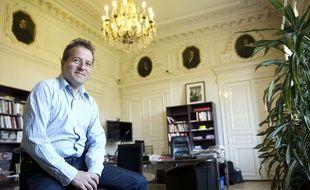 Martin Hirsch dans son bureau de l'AP- HP le 17 mai 2014.