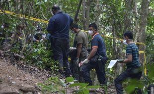 La police malaisienne avait annoncé lundi avoir découvert dans la jungle reculée du nord du pays 139 fosses et 28 camps à l'abandon, susceptibles d'avoir abrité des centaines de migrants.