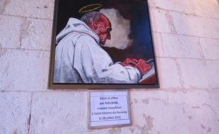 Le portrait du père Jacques Hamel à l'église de Saint-Etienne-du-Rouvray.