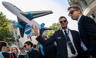 Rassemblement de salariés de XL Airways pour protester contre le dépôt de bilan, le 23 septembre 2019, à Paris.