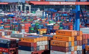 Des conteneurs entreposés dans le port de Hambourg, dans le nord de l'Allemagne, le 25 août 2014