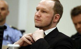 """Inspections corporelles quotidiennes, café froid et censure de sa correspondance: le tueur Anders Behring Breivik estime ses conditions de détention """"inhumaines"""", ressort-il des extraits d'une lettre publiés vendredi."""