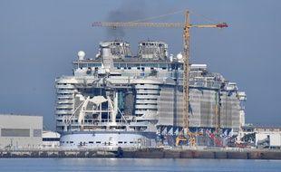 Le paquebot Symphony of the seas en cours de construction aux chantiers navals de Saint-Nazaire.