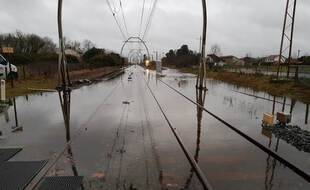 La circulation entre Dax et Morcenx est interrompue totalement, en raison des inondations.