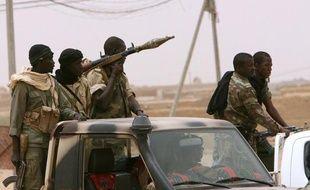 Des rebelles touareg ont lancé des attaques contre trois villes du nord-est du Mali et ont affirmé mercredi vouloir en prendre d'autres dans une opération qui survient après le retour d'ex-rebelles de Libye.