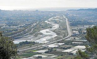 Des travaux de confortement des digues sont prévus, notamment sur 14 km de la rive gauche du fleuve.