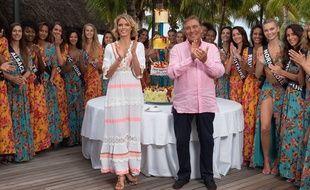 Sylvie Tellier, Jean-Pierre Foucault et une partie des candidates de Miss France 2019, à l'île Maurice, le 26 novembre 2018.