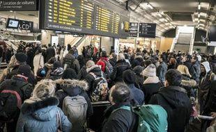 Des passagers en attente le 8 février 2015 à la gare Lyon-Part-Dieu à Lyon