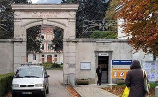 Photo prise en 2008 de l'entrée de l'hôpital psychiatrique de Saint-Egrève où était interné le déséquilibré qui a tué un étudiant à Grenoble