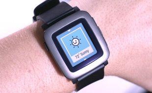 La montre Pebble Time, dévoilée le 24 février 2015.