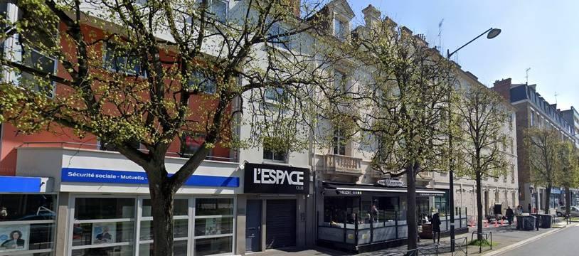Vue extérieure de la discothèque L'Espace à Rennes.