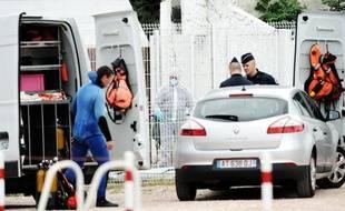 Le corps d'une fillette de 3 ans, que sa mère affirmait avoir jetée dans le canal de la Deûle à Lille après avoir disparu avec elle le 13 août de la région de Fourmies (Nord), a été retrouvé sans vie samedi matin dans une écluse.