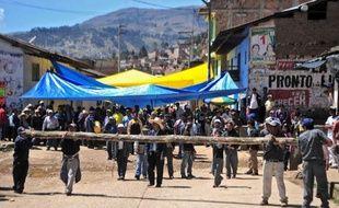 La mobilisation contre le plus grand projet minier du Pérou dans le nord andin du pays a donné lieu à des heurts entre police et manifestants qui se sont soldés par un blessé, deux détenus, sur fond d'appels au dialogue entre gouvernement et collectif anti-minier.