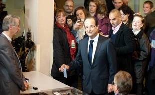 Tulle (correze), 6 mai 2012. - Vote de Francois Hollande a Tulle. - Photo : Sebastien Ortola