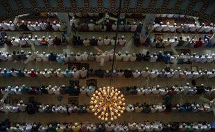 Moment de prière pendant le ramadan, au Bangladesh (mai 2019).