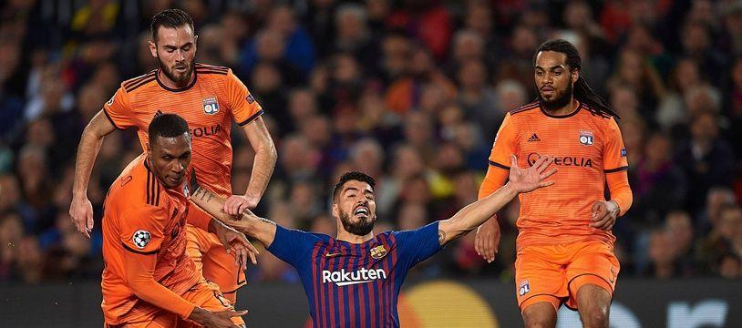 Luis Suarez réclamant une faute... pour changer.